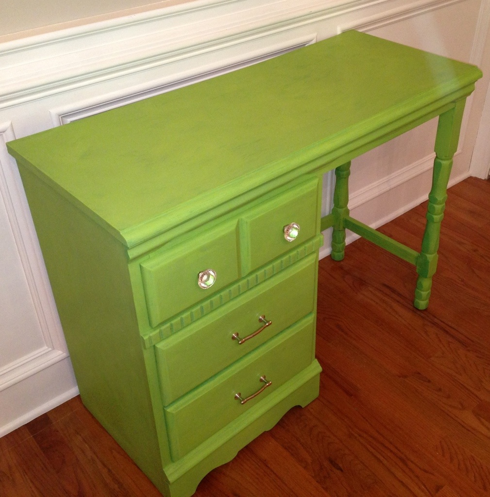 Green desk | walkthecreativepath